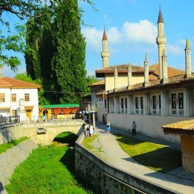 Чубаров доповів в ЮНЕСКО про знищення Ханського палацу в Бахчисараї