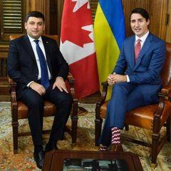 Гройсман подарував прем'єр-міністрові Канади набір шкарпеток