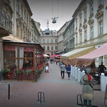 У Львові військові перекрили вулицю і перевіряють документи в чоловіків призовного віку – депутат