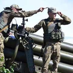 Увечері і вночі окупанти тричі обстрілювали укріплення сил АТО із піхотного озброєння та мінометів біля Зайцевого: один український військовий отримав поранення, - штаб