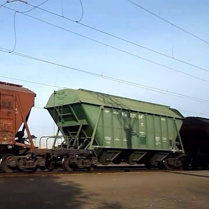 На Полтавщині мати з 11-річною донькою не встигли пролізти під вантажним поїздом: дитині ампутували ногу