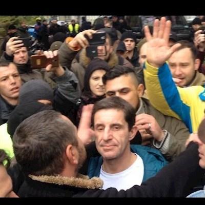 У Києві побили Шкіряка з криками «нарешті ми до тебе дісталися» (відео)