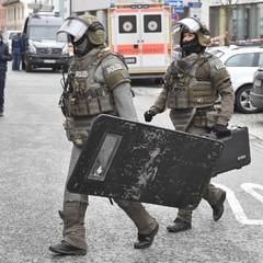 У Німеччині злочинець захопив у заручниці співробітницю відділу у справах захисту дітей
