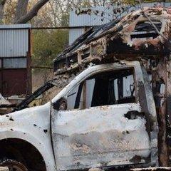 На Донбасі від обстрілів постраждав автомобіль військових медиків (фото)