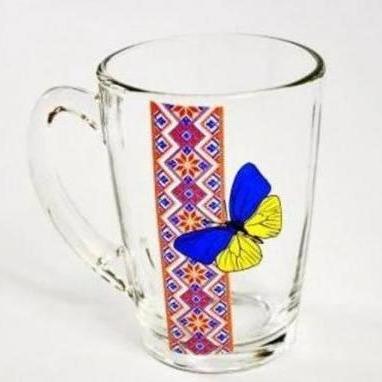 У скляному посуді із кольоровим малюнком містяться небезпечні речовини