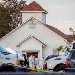 Кривава стрілянина у церкві в Техасі: злочинець випустив у людей 450 куль
