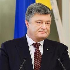 Порошенко вручив Володимиру Жемчугову квартиру