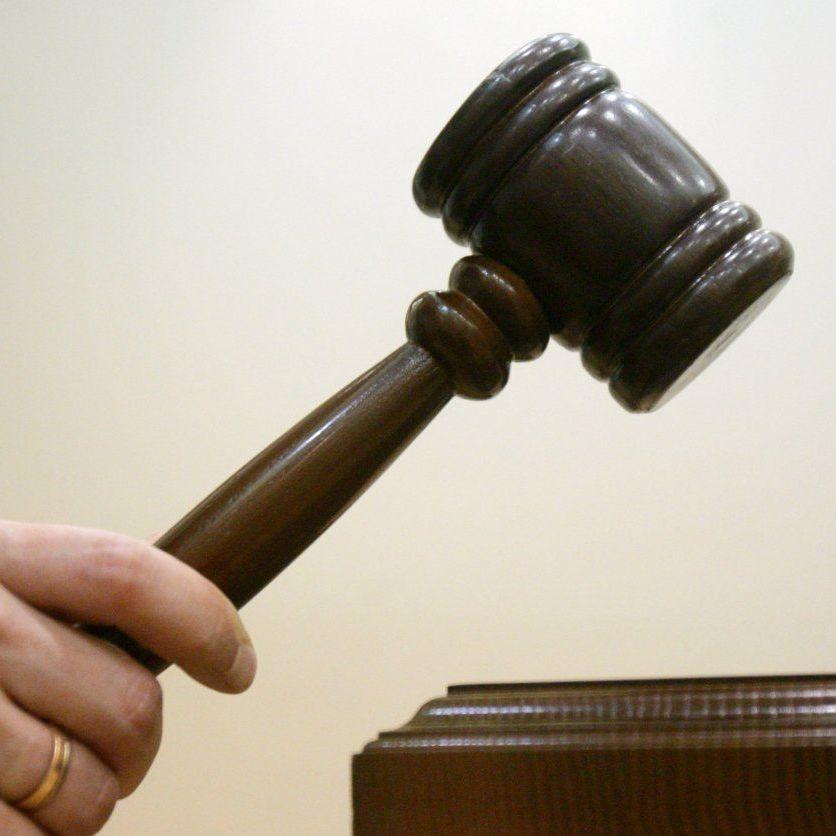 В Одесі суд залишив під домашнім арештом в.о. командира військової частини, який не відреагував на захоплення її землі