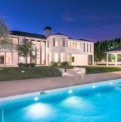 Українка купила розкішний будинок Кім Кардашян і Каньє Веста