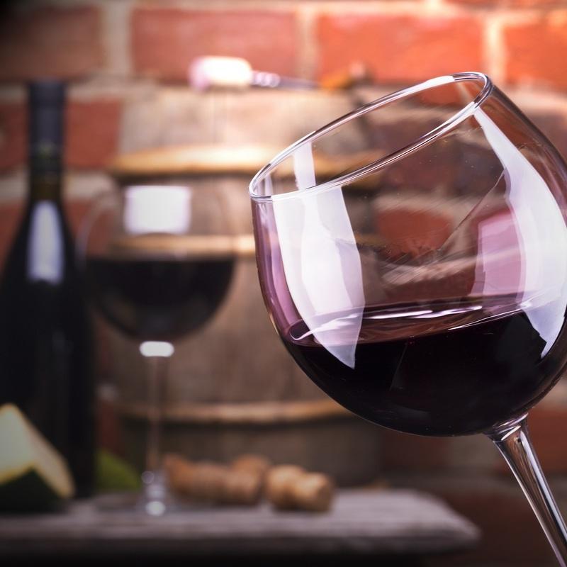 Вчені створили келих, який перетворює воду на вино (відео)