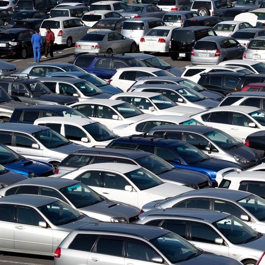 Кількість реєстрацій українцями ввезених вживаних авто зросла до 78%
