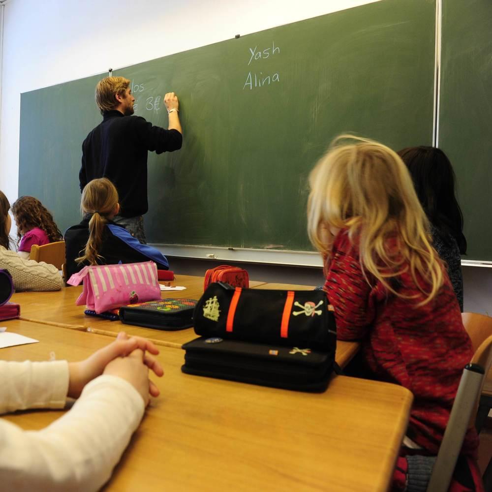 У Київраді ініціюють заборону політичної агітації в школах