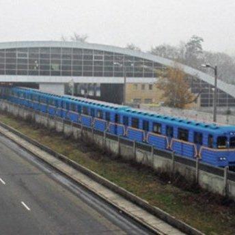 У Києві чоловік впав на колії метро