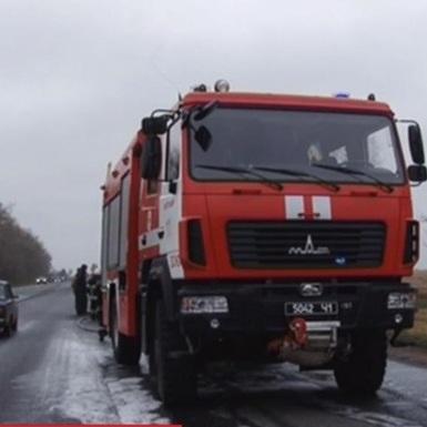 На Житомирщині загорівся катафалк (відео)