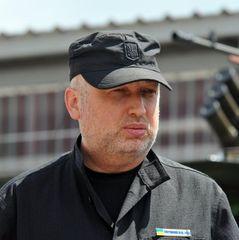 Росія стягує до кордону України сили, які хочуть «перефарбувати» під миротворців - Турчинов