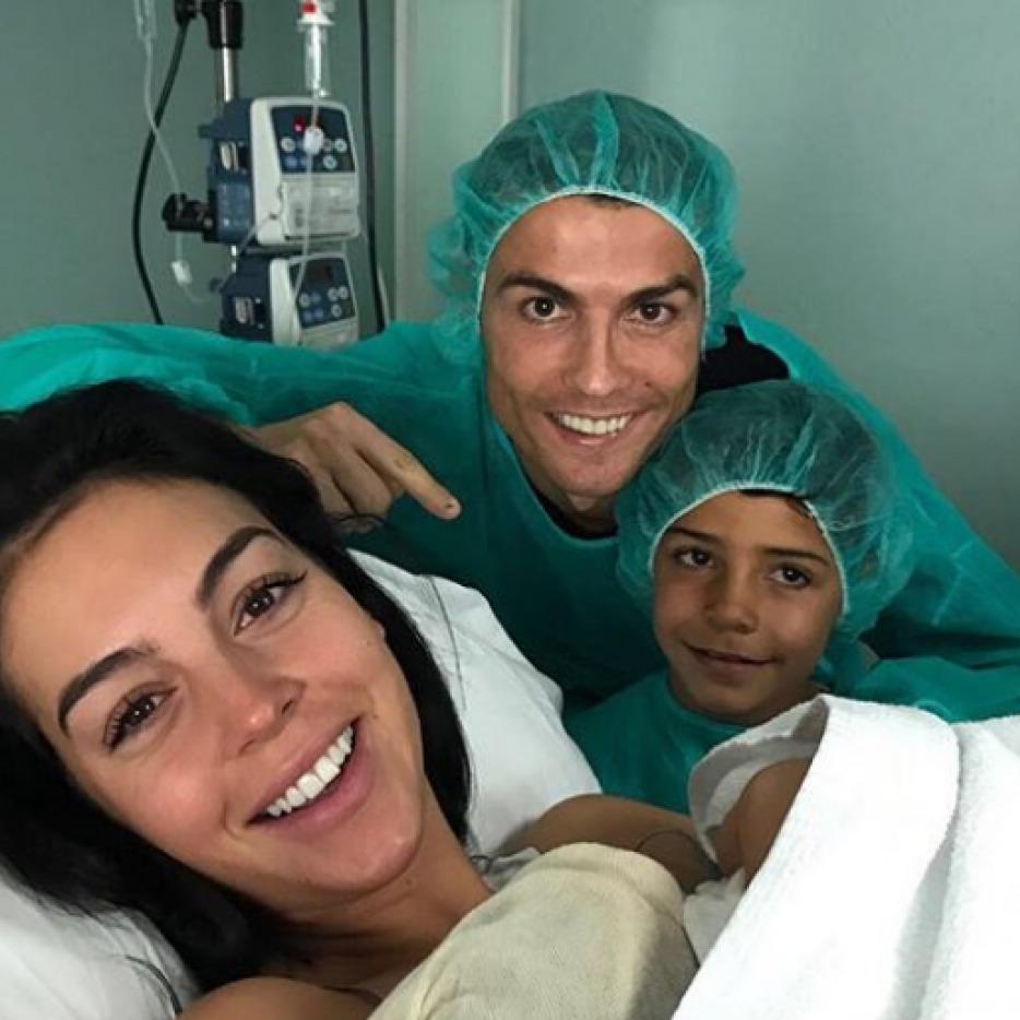 Роналду знову став батьком: у футболіста за рік народилися три дитини