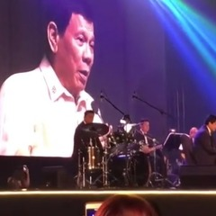 Президент Філіппін на прохання Трампа заспівав пісню (відео)