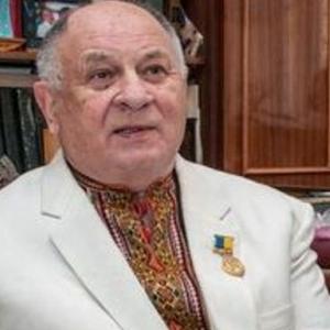 Помер відомий український письменник і ведучий Василь Селезінка