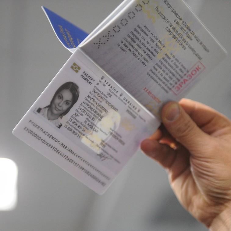 Вперше в Україні біометричні паспорти почав видавати сільський ЦНАП