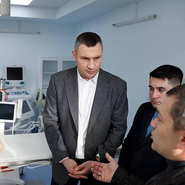 Кличко: «Ми закуповуємо для медзакладів столиці сучасне обладнання, щоб кияни отримували допомогу високого рівня» (фото)