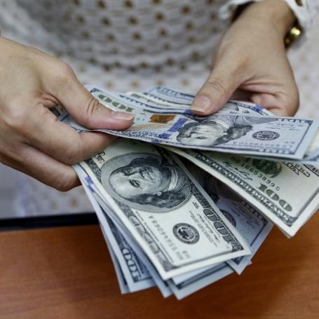 Українці отримали з-за кордону майже 2 мільярди доларів