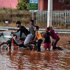У передмісті Афін через повені загинули 7 осіб, сотні потребують допомоги (фото)
