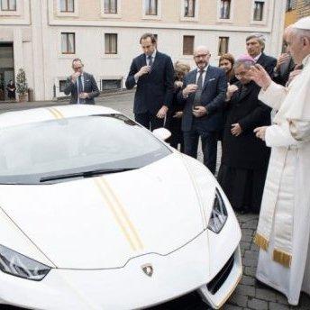 Папі Римському подарували унікальне Lamborghini (фото)