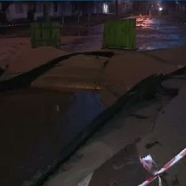 У Києві бульвар Верховної Ради залило окропом (фото)