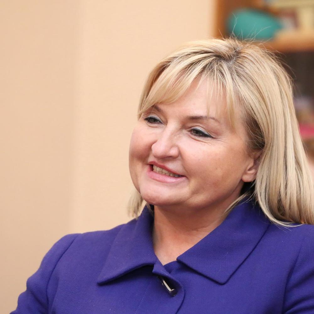 Ірина Луценко прийшла в парламент на 11-сантиметрових золотих підборах (фото)