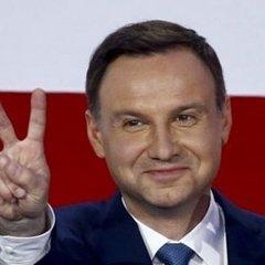 На сайті президента Польщі Петра Порошенка назвали чужим іменем
