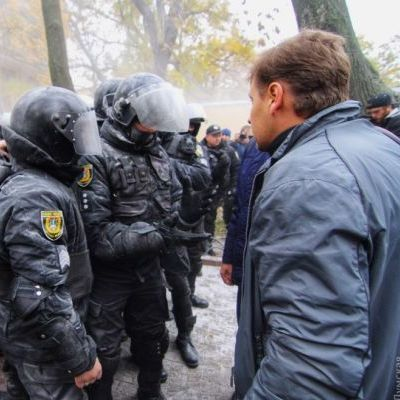 В центрі Одеси сталась масова бійка через земельну ділянку: начальнику поліції розбили голову (фото)