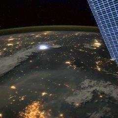 Падіння метеорита на Землю: як це виглядає з космосу