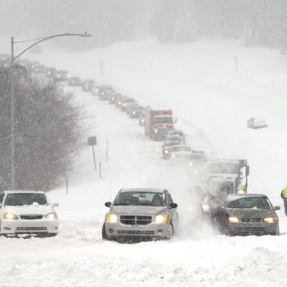 Сильний снігопад та ожеледиця: рятувальники попередили про ускладнення погодніх умов на заході України