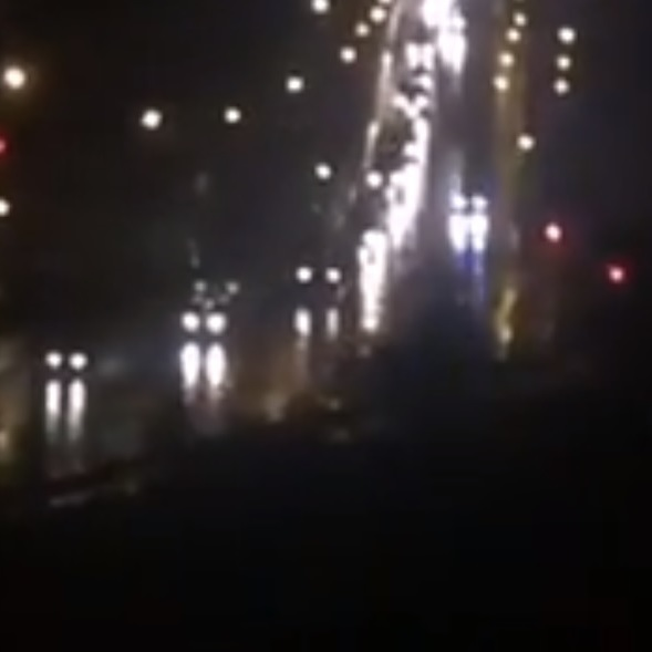 В мережі опублікували відео в'їзду до Луганська колони військової техніки