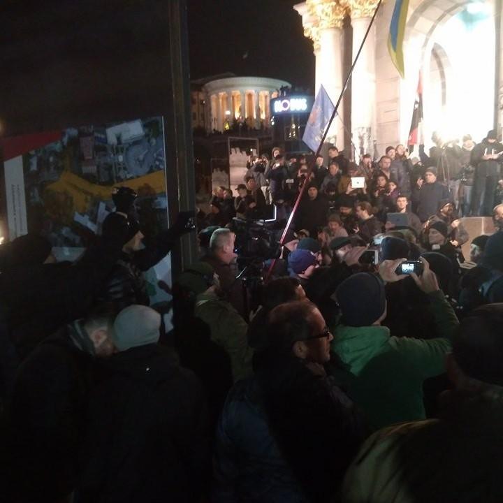 На Майдані між поліцією та активістами сталися сутички: є постраждалі