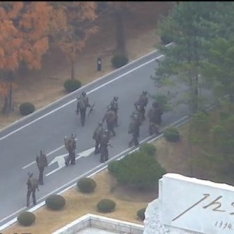 До мережі потрапило драматичне відео втечі солдата КНДР у Південну Корею