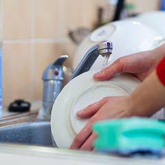 Як прибирання та миття посуду впливає на здоров'я