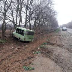На Полтавщині сталося зіткнення маршрутки та вантажівки, загинула жінка (фото)