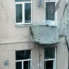 Жахлива картина: в Івано-Франківську обвалилося одразу три балкони житлового будинку (фото)