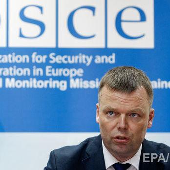 На зустрічі із Захарченком Хуг порушив питання «тривалого невиконання Мінських домовленостей»
