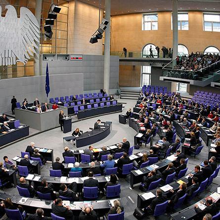 Спікер Бундестагу хоче заборонити депутатам писати у Twitter на засіданнях