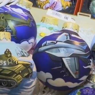 Танки на ялинку: у Росії з'явилися незвичайні новорічні іграшки (відео)