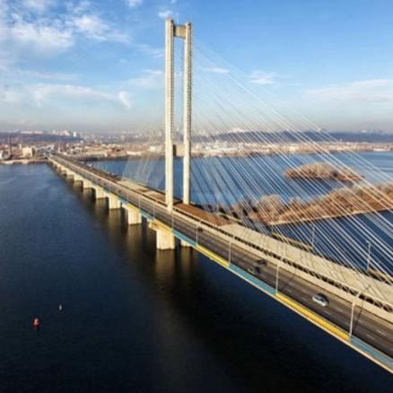 У столиці на вихідні обмежать рух деякими мостами
