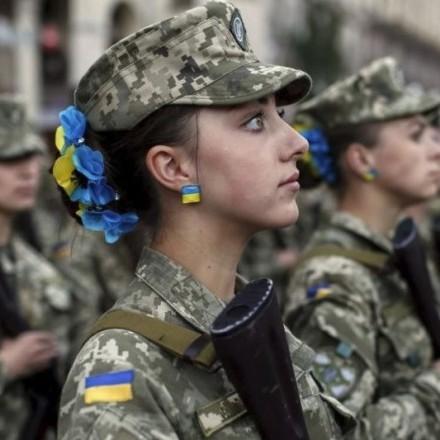 На сайті АП зареєстрували петицію про зобов'язання жінок проходити військову службу