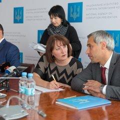 НАЗК внесло приписи 15 чиновникам: серед порушників 5 міністрів та глава Нацполіції