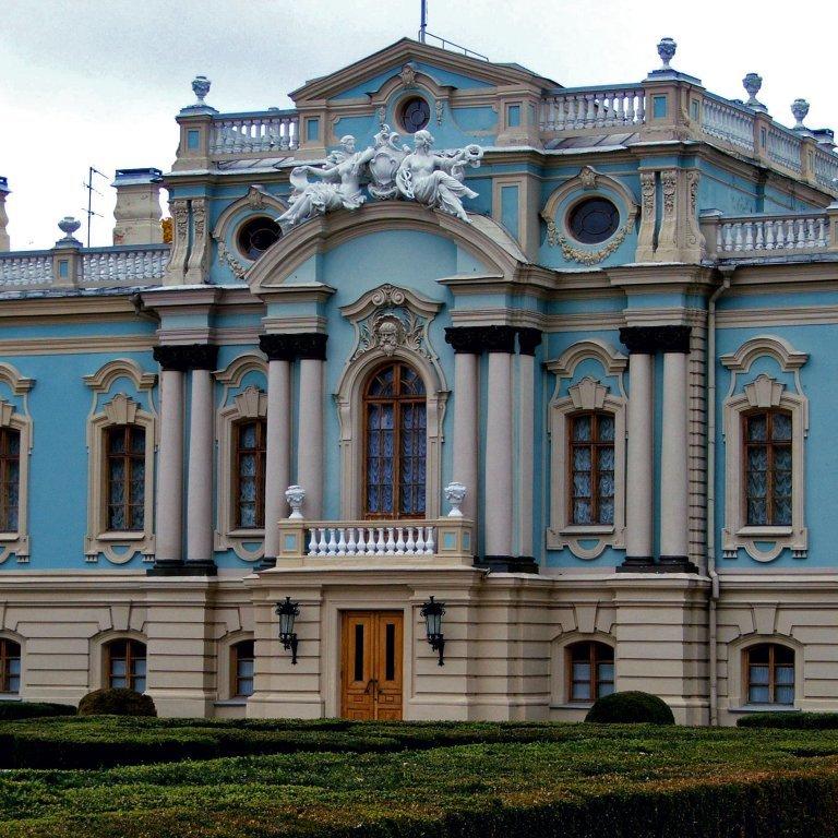 В Маріїнський палац закуплять столики та серванти на 4 мільйони гривень