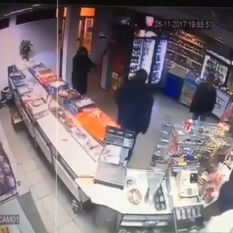 Продавець розповіла подробиці нападу сина нардепа на магазин