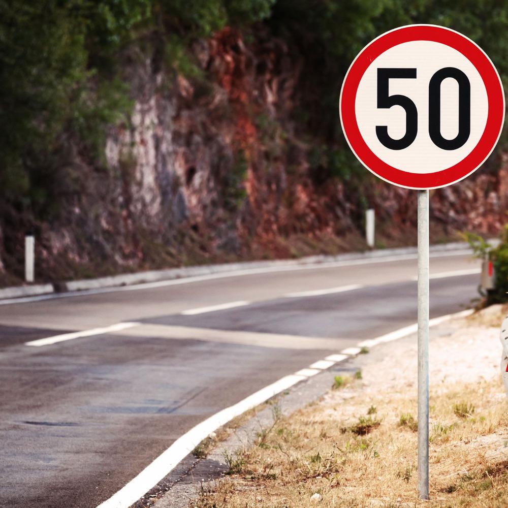 З 1 січня швидкість руху в межах населеного пункту знизять до 50 км/год
