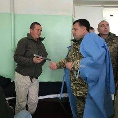 Міністр оборони України  відвідав Сєвєродонецький військовий шпиталь (фото)