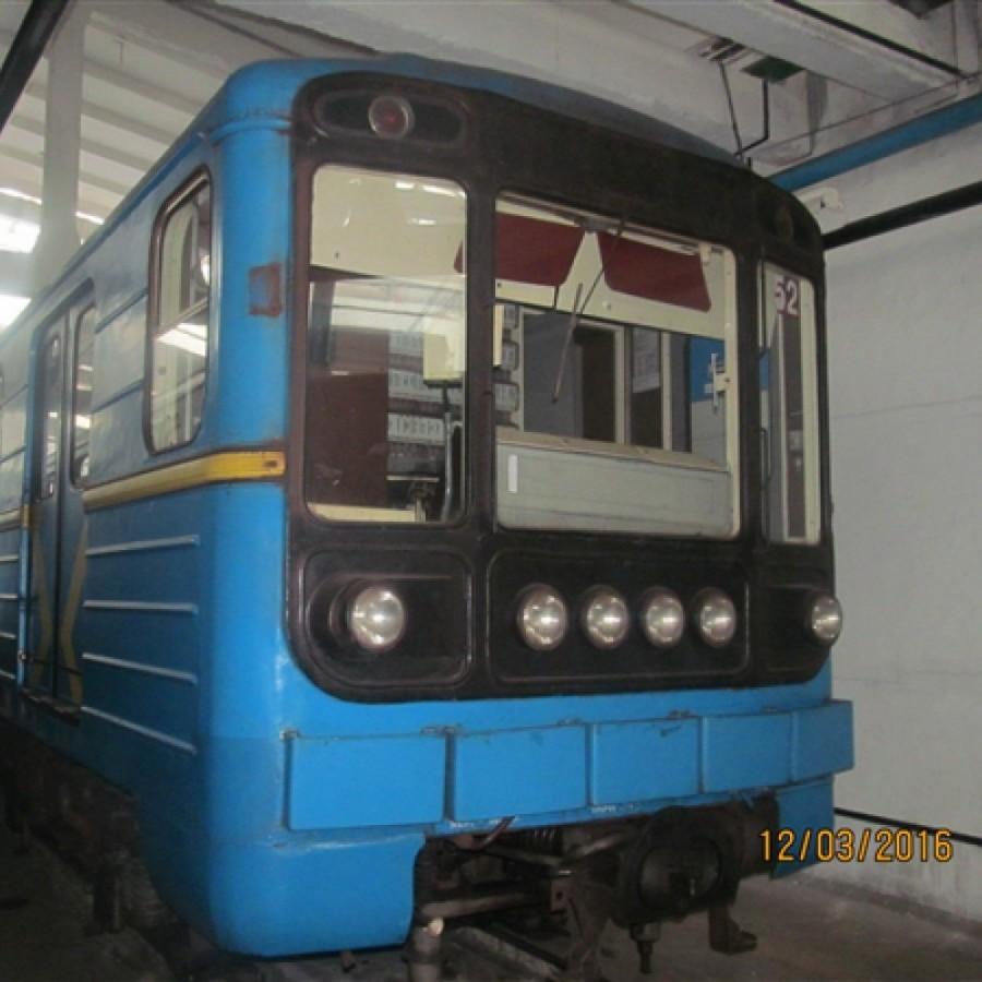Київське метро виставило на продаж два вагони